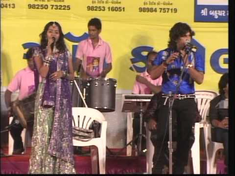 Vikram Thakor - Mamta Soni - Live Super Hit Garba Songs - Koyal Bole re 2012 Day 10 Part 12