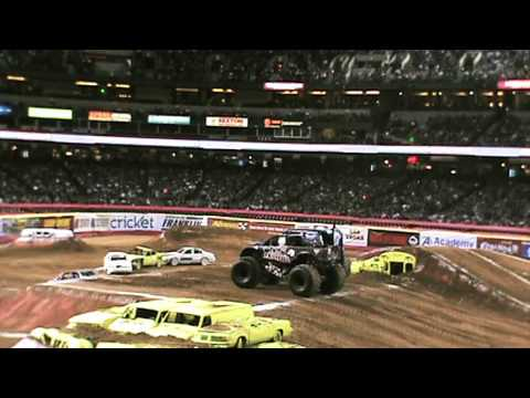 The Metal Mulisha Monster Truck takes on Advanced Auto Parts Monster Jam