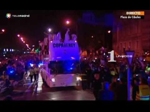Real Madrid FAIL ! Sergio Ramos se le cae la Copa del Rey APLASTADA y el autobús la atropella!!
