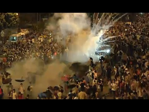 (Hong Kong) protests escalate: Police use tear gas, pepper spray  9/28/14