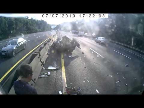 Мусор на дороге - причина аварии