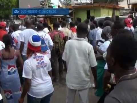 VIOLENT NPP THUGS DAMAGE CAR AND DISTURB PEACE AFTER  A SUCCESSFUL GHANA 2012 ELECTIONS