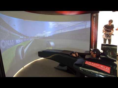 Daniel Ricciardo spins out then sets fastest lap in F1 Simulator - UCymB0-JCUkB_jFC6XThs6Dw