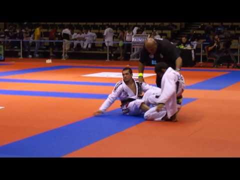 Micheal Langhi vs Leandro 'Lo' Nascimento Abu Dhabi Pro 2011