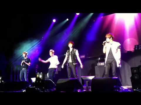 [Fancam] BEAST Beautiful Show in Berlin Oasis + Doojoon took my phone