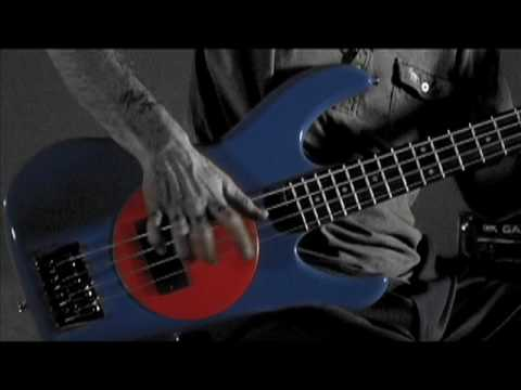 Flea demonstrates how to Slap on a Fleabass!