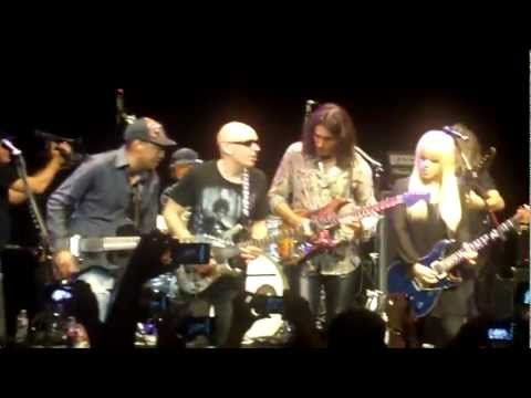 Little Wing - Steve Vai, Joe Satriani, Orianthi (Live House of Blues, Hollywood 7-10-2011)
