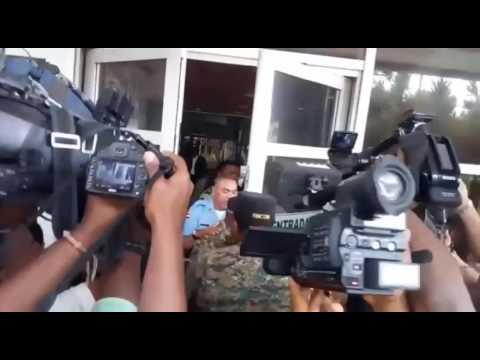 Efectivos de la Policía Nacional agredieron este miércoles al periodista Ramón Cruz Benzán, del periódico Listín Diario,  cuando intentaba ingresar a la Procuraduría General de la República.