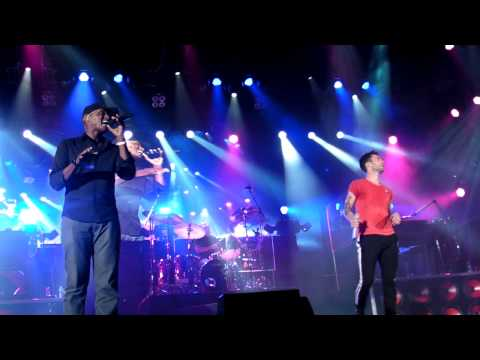 Maroon 5 - Adam Levine &amp; Javier Colon - &quot;Man In The Mirror&quot; - Hollywood Bowl 07/25/11 HD