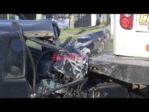Impresionante accidente en Paraná: Auto se incrustó en