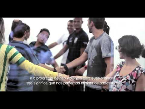 Exposição Armas atadas - Futebol pela paz