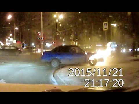ДТП в городе Екатеринбург на перекрестке Токарей - Крауля 21.11.2015