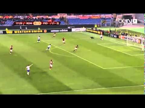خطأ فادح لحارس مرمى روما يهدي الفيولا الهدف الثاني في المباراة!
