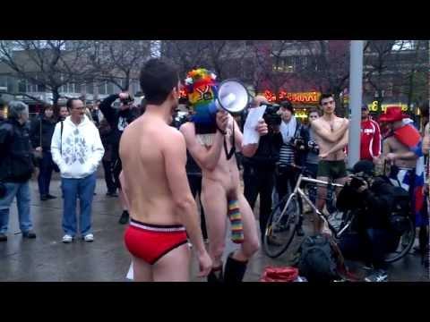 Manif de tout nu contre la hausse - 3 mai 2012
