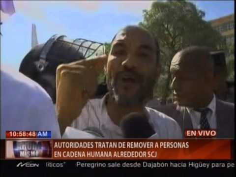 Autoridades tratan de remover a personas en cadena humana alrededor SCJ
