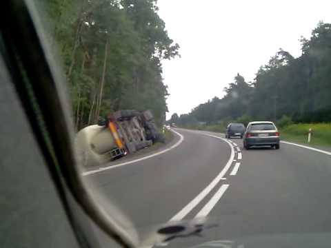 wywrócona ciężarówka  prawdopodobnie cementowóz w Jadachach dk9  wypadek kolizja tir