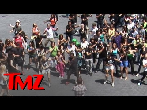 Alfonso Ribeiro -- LEADER of 'Carlton Dance' Flash Mob!!!