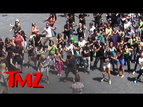 Alfonso Ribeiro -- LEADER of 'Carlton Dance' Flash Mob!!!