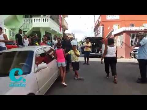 Agentes elites de la Policía Nacional realizan un operativo en los sectores 24 de Abril y Las Cañitas, tras la pista de Brayan Félix Paulino, tras el rumor de que el prófugo ha estado por esas barriadas de la parte alta de la capital.