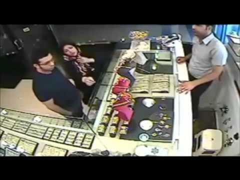 شاهد بالفيديو: امرأة ايرانية تسرق من محل ذهب بمهارة .. في شيراز