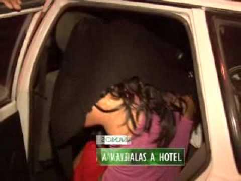 LESBIANAS LLEVAN A COLEGIALAS A HOTEL