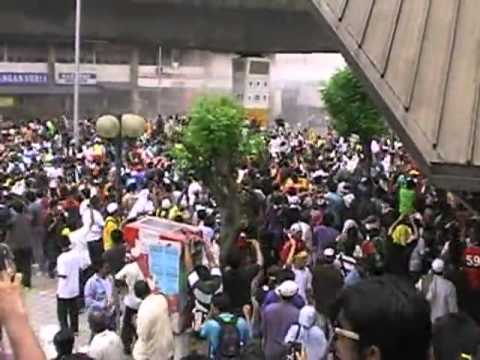 Bersih 2 at Menara Maybank (Part 2).mp4