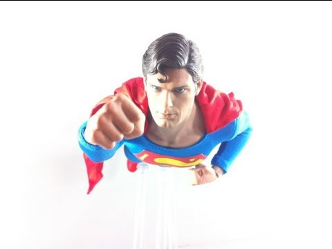 Video Review of the Hot Toys Christopher Reeve Superman Figure