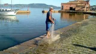 Laguna-SC Pesca com tarrafa no cais
