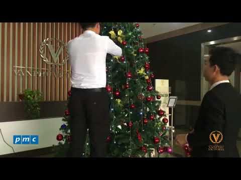 The Van Phu Victoria – Chuẩn bị trang trí chào đón Noel