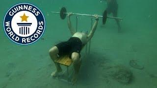 健力士紀錄!他可以在水下舉重90秒