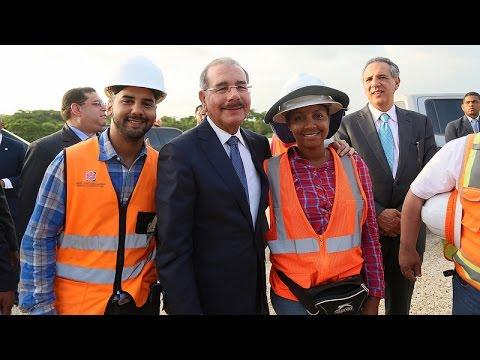 Danilo Medina visita La Nueva Barquita y Centro Educativo Niños del Camino