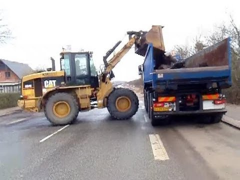 Cat 924G Loading A Volvo FH12 520 With Asphalt