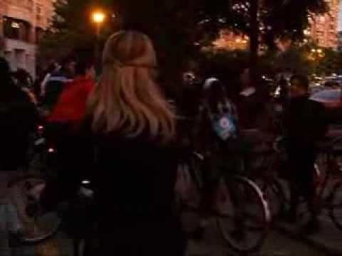 VIDEOCLIP Cu bicicleta prin Bucuresti, ciclopromenada nocturna 2010