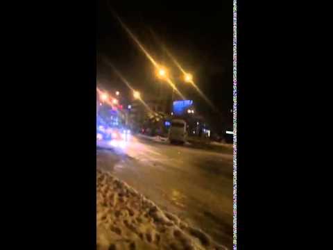 في مقطع رهيب .. انزلاق حافلة ركاب في الأردن جراء انجماد الطريق