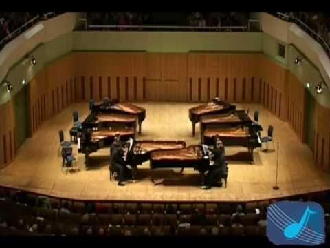 2 Pianos, 16 Hands