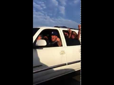 LA fans give Steve Nash a beer on the freeway