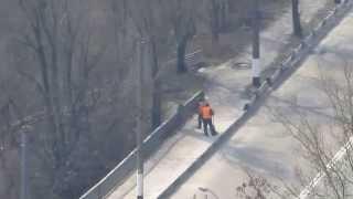 Вокруг Подольского моста в Житомире горожане убрали мусор