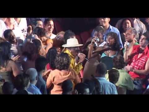 JUAN FORMELL y LOS VAN VAN Feat. PEDRITO CALVO - Anda Ven Y Muevete (Official Video High Quality)