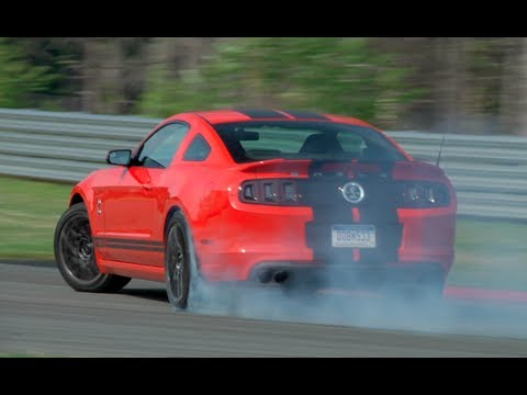 Ford Shelby GT500 v Chevrolet Camaro ZL1 : Street and Circuit.