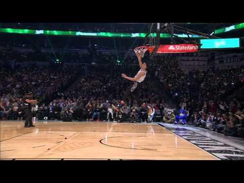 Slam Dunk 2015 тэмцээний ялагч  Zach LaVine