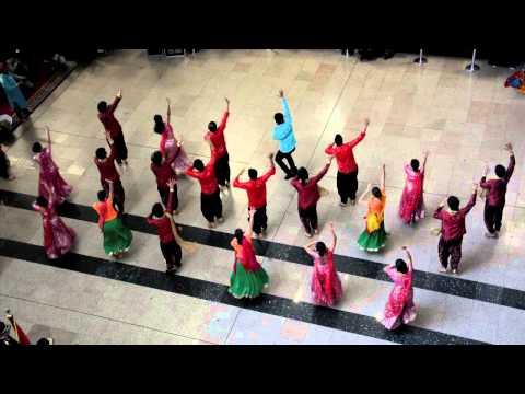 رقصات شعبية هندية فى مطار القاهرة