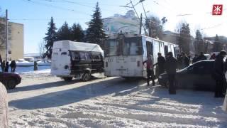 В Житомире пассажиры толкают троллейбусы