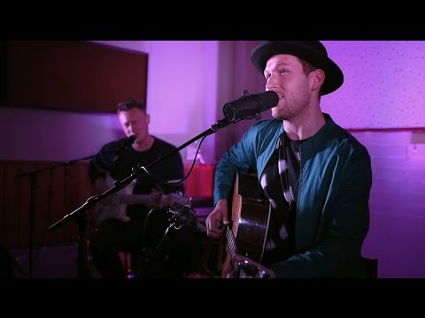 Aston Rd Sessions : Thomas Oliver - Shine Like The Sun (ft. Louis Baker) [Live] - UCMPNznS-km28kY_yYiDQb6w