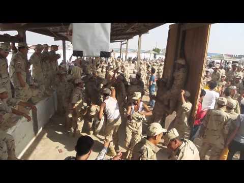 بالفيديو: جنود مصريون يرقصون بشكل جنوني على أغاني شعبية في مشهد غير مسبوق بالجيش المصري