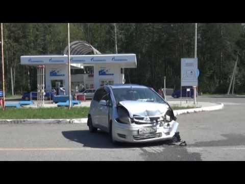 Два автомобиля столкнулись на трассе Серов-...