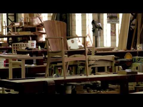 Entre Cadeiras e Poltronas apresenta a reedição da Linha Atelier, que usa madeira AMATA