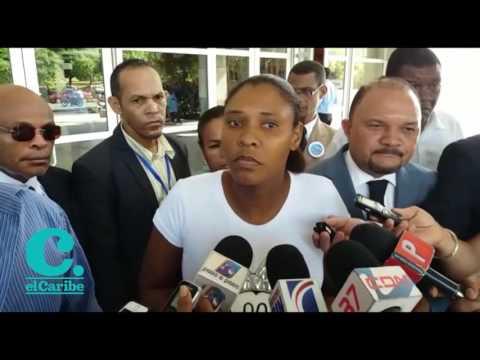 La madre de la niña Carla Massiel, Diolandita Cabrera, denunció este jueves que el procurador general de la República, Jean Alain Rodríguez, no quiso recibirla y en consecuencia exigió que se investigue a Liliana Santana por la muerte de su hija.