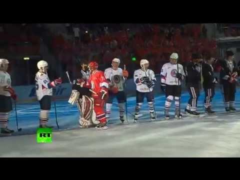 شاهد بالفيديو.. بوتين يسجل ستة أهداف في مباراة الهوكي