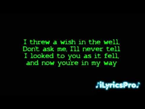 Carly Rae Jepsen - Call Me Maybe [LYRICS]