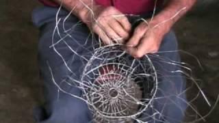 Lampadario Filo Di Ferro Fai Da Te : Antichi mestieri ceste di ferro youtube